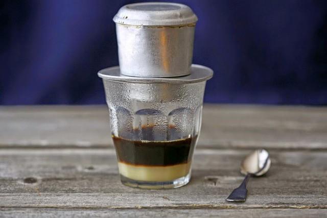 Mỗi ngày nên uống tối đa bao nhiêu tách cà phê để không gây hại cho sức khỏe? - Ảnh 1.