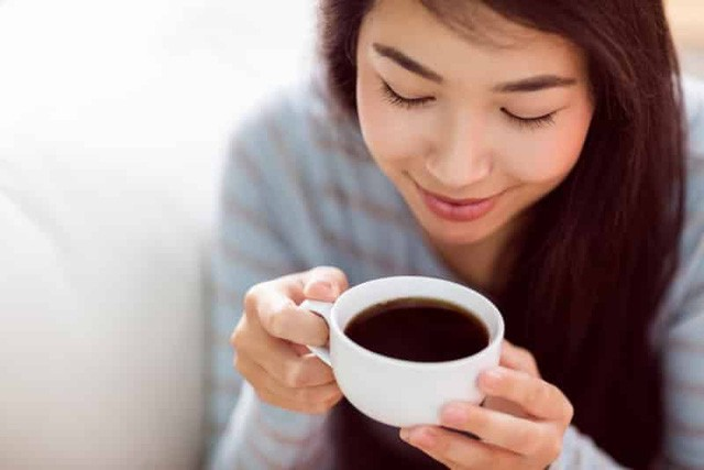 Mỗi ngày nên uống tối đa bao nhiêu tách cà phê để không gây hại cho sức khỏe? - Ảnh 2.