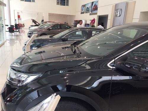 Vì sao thị trường ôtô ế ẩm?  - Ảnh 1.