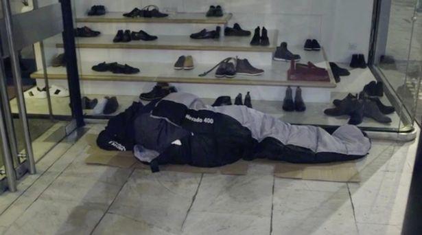 Thiếu gia ngập trong hàng hiệu tỉnh ngộ sau 1 đêm sống như người vô gia cư - Ảnh 4.