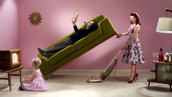 Làm đàn ông thời nay thật khổ: Ngày càng yếu đuối lại còn bị phụ nữ đè đầu cưỡi cổ - Ảnh 3.