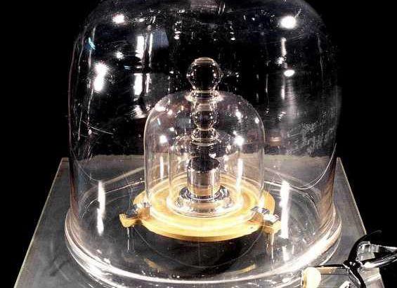 Chính thức kể từ hôm nay: 1 kilogram đã không còn là 1 kilogram chúng ta từng biết nữa - Ảnh 2.