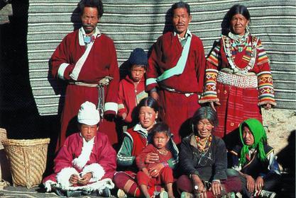 Hôn nhân ở vùng đất lạ kỳ nhất thế giới: Một chị vợ 5-7 anh chồng, chuyện ái ân phải xếp lịch chia ca để công bằng cho tất cả - Ảnh 5.