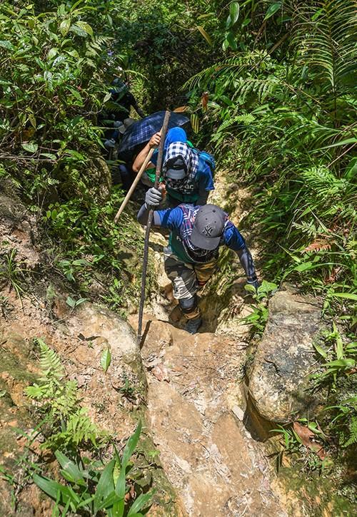 """cảnh thần tiên trên đỉnh ky quan san - photo 2 1558544841458279095569 - Bộ ảnh ghi trọn cảnh thần tiên đẹp đến nao lòng trên đỉnh Ky Quan San: """"Thu vào tầm mắt muôn trùng nước non"""" chính là đây!"""