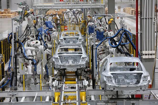 nhà máy 3 tỷ usd - photo 1 15586611619731640434143 - Nhà máy 3 tỷ USD lơ thơ mấy người: Hàng ngàn robot lắp ráp ô tô tự động
