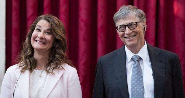 """tỷ phú rửa bát - photo 1 1558834126578534666603 - Đừng tưởng """"tỷ phú rửa bát"""" Bill Gates đã """"ngoan"""" ngay từ đầu nhé, tất cả là nhờ chiêu """"dạy chồng"""" bài bản của người vợ bản lĩnh này đây"""