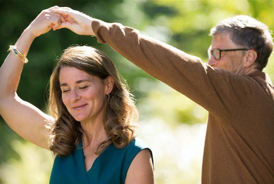 """tỷ phú rửa bát - photo 1 15588342109122107073940 - Đừng tưởng """"tỷ phú rửa bát"""" Bill Gates đã """"ngoan"""" ngay từ đầu nhé, tất cả là nhờ chiêu """"dạy chồng"""" bài bản của người vợ bản lĩnh này đây"""