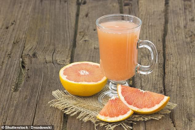 Nhiều người thích loại nước ép này và tưởng rằng rất tốt nhưng uống nhiều lại tăng nguy cơ tử vong sớm, tác hại còn hơn cả soda - Ảnh 1.
