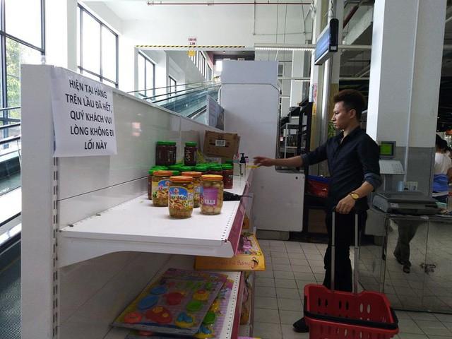 Siêu thị Auchan trống trơn sau 6 ngày xả hàng giảm giá - Ảnh 7.