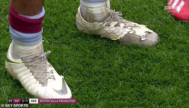 """aston villa - photo 1 155902682442298294489 - Tiết kiệm như anh chàng cầu thủ này, kiếm gần 5 tỷ VNĐ mỗi tháng vẫn đi đôi giày """"cái bang"""" để chơi trận bóng đắt giá nhất thế giới"""