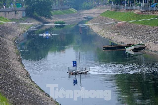 Nước sông Tô Lịch ra sao sau 10 ngày thí điểm bảo bối của Nhật?  - Ảnh 1.