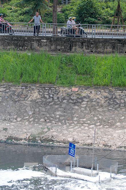 Nước sông Tô Lịch ra sao sau 10 ngày thí điểm bảo bối của Nhật?  - Ảnh 8.