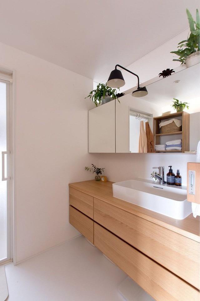 Căn hộ 85m² đẹp dịu dàng và ấm áp với màu gỗ của gia đình trẻ ở Nhật Bản - Ảnh 10.