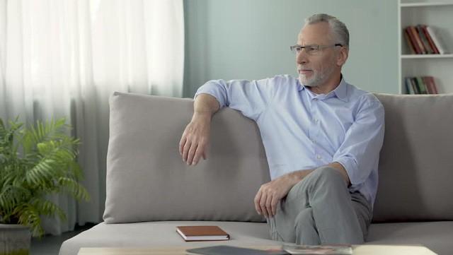 Tuổi 50 mới ngoảnh đầu nhìn lại 7 điều này trong nuối tiếc, lúc ấy cũng muộn rồi: Tuổi trẻ không gắng sức, già cả những ngậm ngùi!  - Ảnh 5.