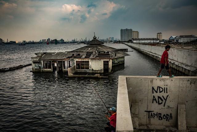 Jakarta chìm nhanh nhất thế giới, TP HCM đứng thứ 3, biến đổi khí hậu đáng sợ hơn rất nhiều so với chúng ta tưởng tượng - Ảnh 1.