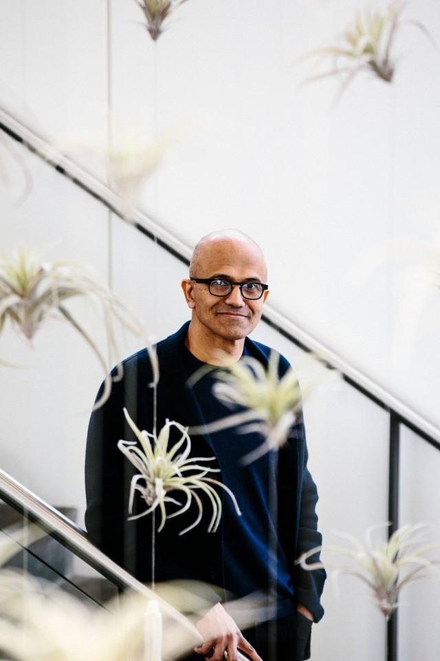 Một Microsoft lỗi thời lột xác ngoạn mục dưới thời của Satya Nadella: Lượng người dùng cao hơn Netflix, doanh thu điện toán đám mây vượt Google và trở thành công ty giá trị nhất thế giới - Ảnh 2.