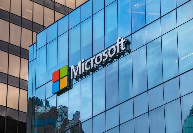 Một Microsoft lỗi thời lột xác ngoạn mục dưới thời của Satya Nadella: Lượng người dùng cao hơn Netflix, doanh thu điện toán đám mây vượt Google và trở thành công ty giá trị nhất thế giới - Ảnh 3.