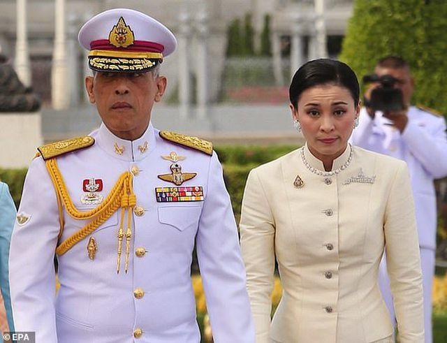 Toàn cảnh lễ đăng quang của Nhà vua Thái Lan Rama X - Ảnh 2.