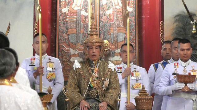 Toàn cảnh lễ đăng quang của Nhà vua Thái Lan Rama X - Ảnh 14.