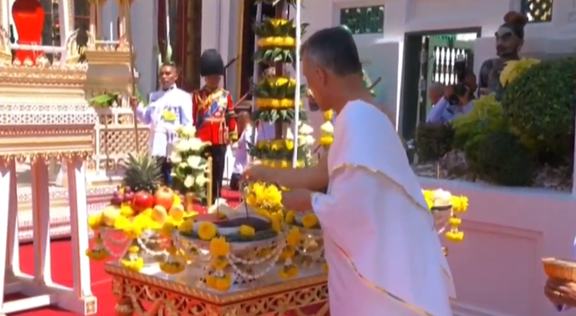 Toàn cảnh lễ đăng quang của Nhà vua Thái Lan Rama X - Ảnh 4.