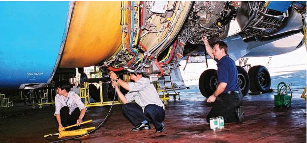 Đưa hơn 1,4 tỉ cổ phiếu lên sàn niêm yết, Vietnam Airlines đang đối mặt những rủi ro kinh doanh nào? - Ảnh 2.