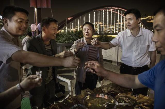 PGS.TS Lê Quý Đức: Ở khía cạnh đạo đức, văn hóa ép bia rượu là một tập tục lạc hậu và dã man - Ảnh 3.