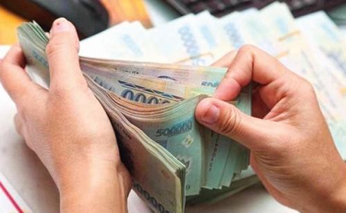 Vợ tiêu tiền không rõ nguồn gốc do chồng đưa có thể mắc tội rửa tiền? - Ảnh 1.