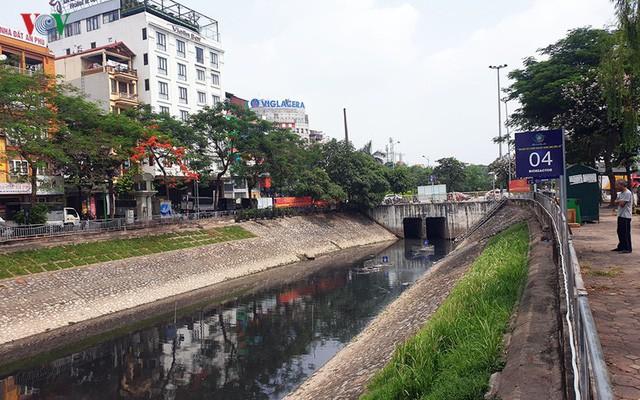 """Nước sông Tô Lịch thay đổi ra sao khi sử dụng """"thần dược"""" Nhật Bản? - Ảnh 2."""