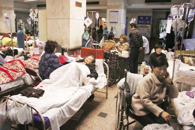 Áp lực dân số già hóa, tâm lý trọng công, chê tư đẩy hệ thống y tế Trung Quốc vào bế tắc - Ảnh 4.