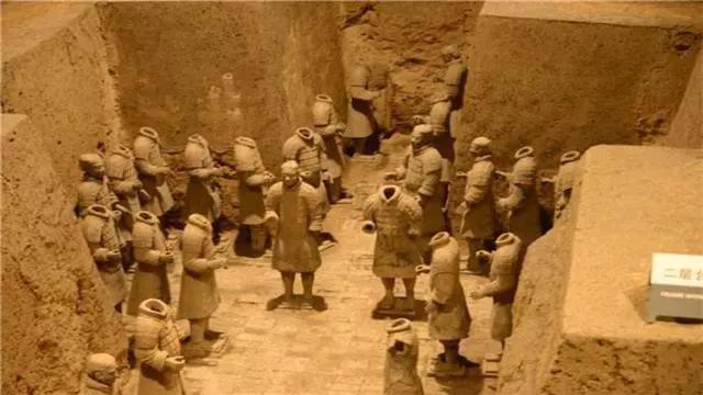 Tại sao không được phá tường giữa các chiến binh đất nung trong lăng Tần Thủy Hoàng? - Ảnh 2.