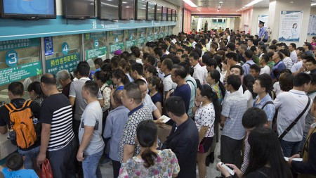 Áp lực dân số già hóa, tâm lý trọng công, chê tư đẩy hệ thống y tế Trung Quốc vào bế tắc - Ảnh 2.