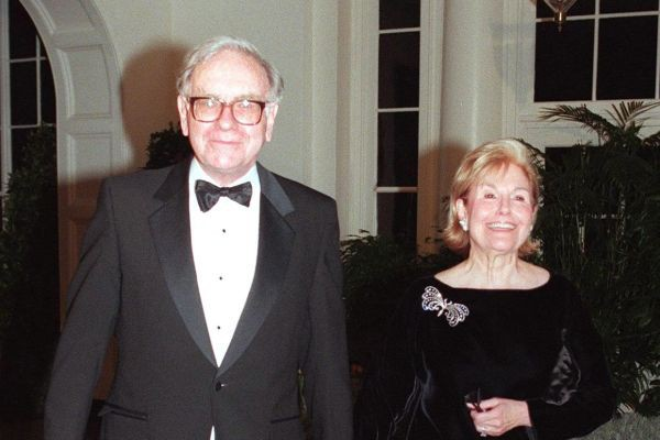Doanh nhân Đặng Lê Nguyên Vũ khuyên Đàn ông tính chuyện lớn đừng lấy vợ giống qua, còn tỷ phú thế giới Warren Buffett, Bill Gates nói gì về hôn nhân? - Ảnh 1.