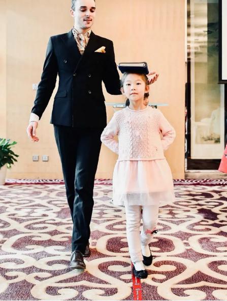 Giới siêu giàu Trung Quốc bạo chi để con em Tây hóa - Ảnh 1.