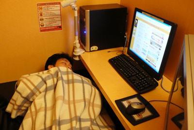 Một Nhật Bản rất khác: Nghèo đói, lạnh lùng và cô đơn - Ảnh 2.