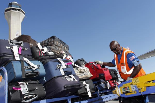 Tại sao các hãng hàng không vẫn làm thất lạc 25 triệu túi hành lý mỗi năm? - Ảnh 2.