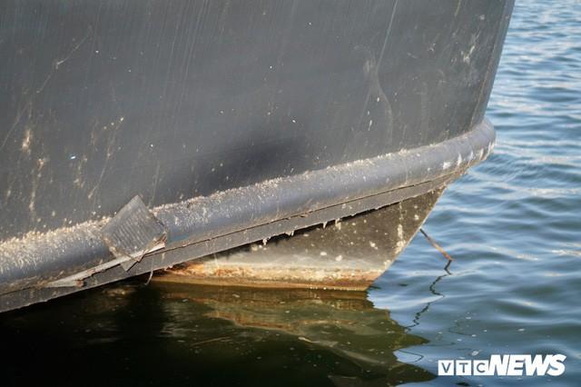Du thuyền xa hoa một thời hoen gỉ, mục nát trên Hồ Tây - Ảnh 9.