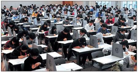 Từ chuyện thầy giáo người Mỹ không giải nổi bài toán thi đại học Trung Quốc đến những kì thi khó nhằn bậc nhất ở châu Á - Ảnh 4.