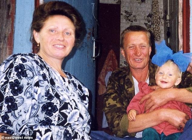 Đứa bé duy nhất sinh ra từ vùng thảm họa Chernobyl: Ăn táo khổng lồ và cá từ sông nhiễm độc nhưng 20 năm sau vẫn là một thiếu nữ xinh đẹp - Ảnh 2.