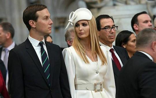 Vợ chồng con gái ông Trump kiếm được 135 triệu USD năm ngoái  - Ảnh 1.