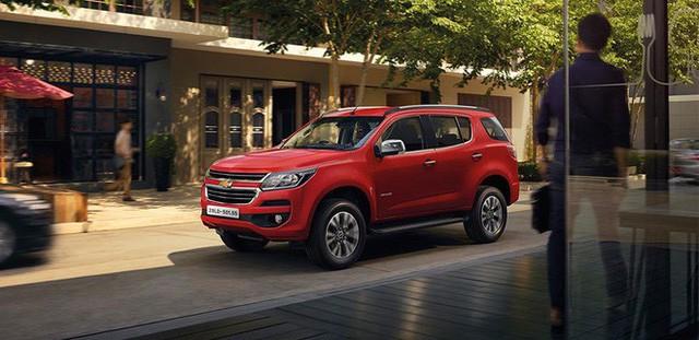 Những mẫu ô tô đang được giảm giá hơn trăm triệu tại Việt Nam - Ảnh 2.