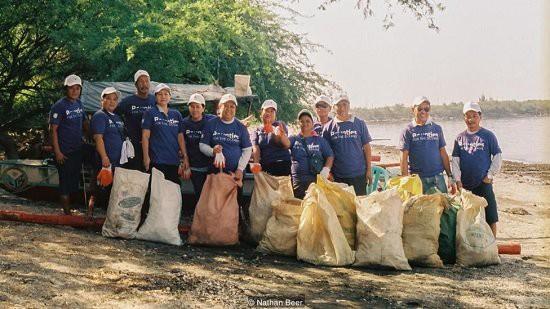 Cách giải quyết ô nhiễm rác thải nhựa rất hiệu quả của Philippines: Trả tiền điện tử để người dân thu gom rác! - Ảnh 2.
