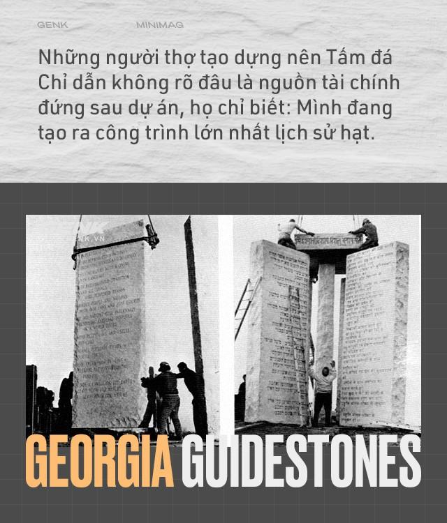 Cuốn cẩm nang khổng lồ làm bằng đá granite, hướng dẫn con người phải làm gì nếu như đại họa tận thế xảy ra - Ảnh 2.