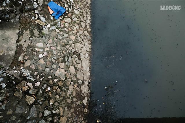 Nước sông Tô Lịch đổi màu từ đen sang nâu: Được thế là may rồi!  - Ảnh 11.