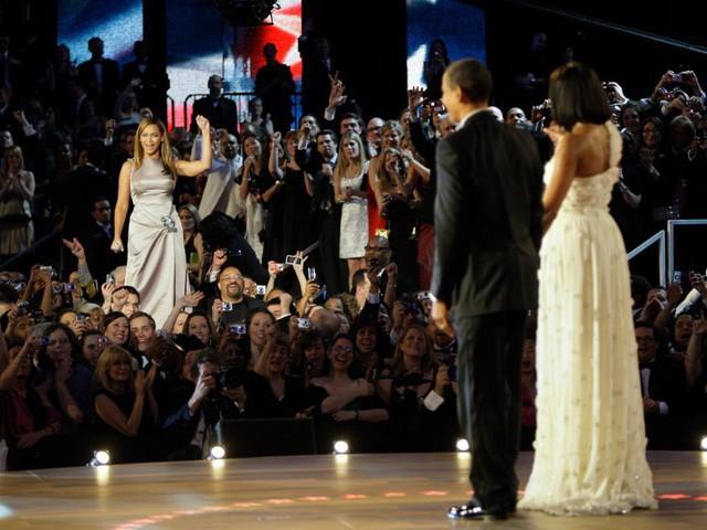 Hé lộ thu nhập khủng từ công việc ít ai biết tới của gia đình cựu Tổng thống Obama sau khi nghỉ hưu và cách tiêu tiền gây bất ngờ của họ - Ảnh 16.