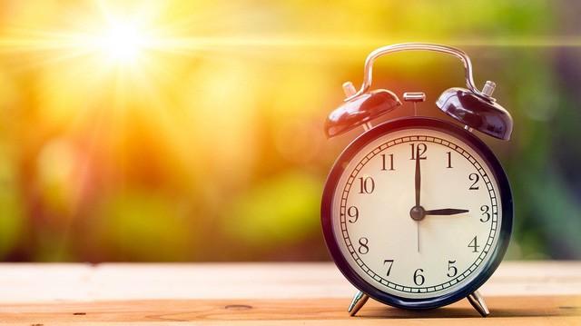 Bước đầu tiên để trở thành người giàu có không phải kiếm tiền mà là dậy sớm: Với quy tắc 50-30-10-10 này, chuyện thức giấc dễ như trở bàn tay - Ảnh 3.