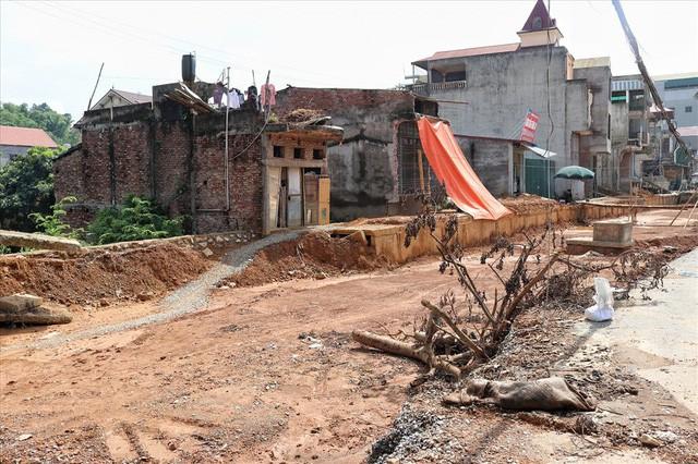 Hà Nội: 8 năm thi công không xong một tuyến đường dài 2,3km - Ảnh 2.