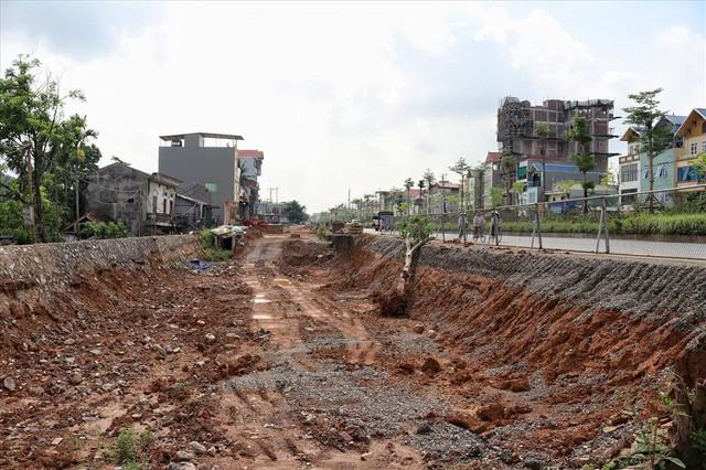 Hà Nội: 8 năm thi công không xong một tuyến đường dài 2,3km - Ảnh 4.