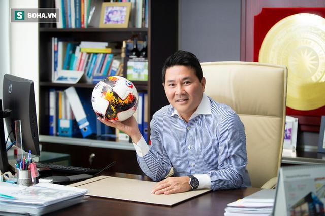 Doanh nhân Hoài Nam tiết lộ cách xoay tiền đầy bất ngờ vụ chậm lương CLB châu Âu - Ảnh 1.