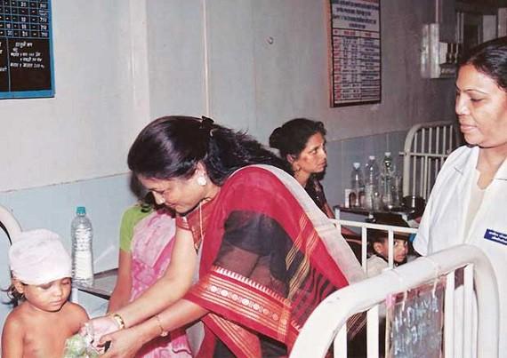 Triệu phú khu ổ chuột phiên bản nữ tại Ấn Độ: Lấy chồng năm 12 tuổi, bị lạm dụng, 42 tuổi trở thành chủ tịch công ty với tài sản 112 triệu USD - Ảnh 3.