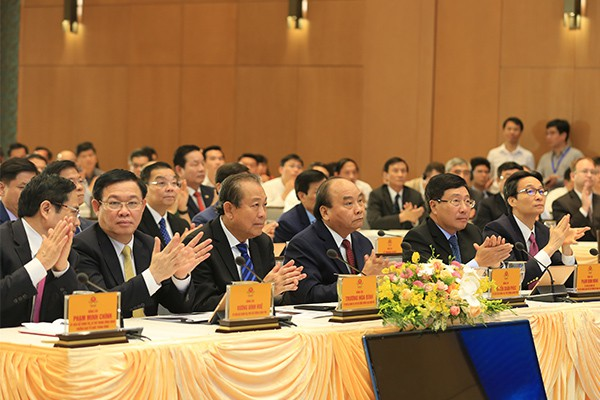 Phiên họp 10 phút đầu tiên của Chính phủ qua hệ thống e-Cabinet - Ảnh 2.